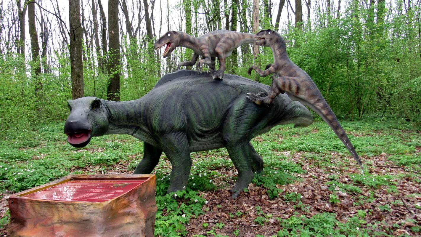 Детский парк с динозаврами в Берегово