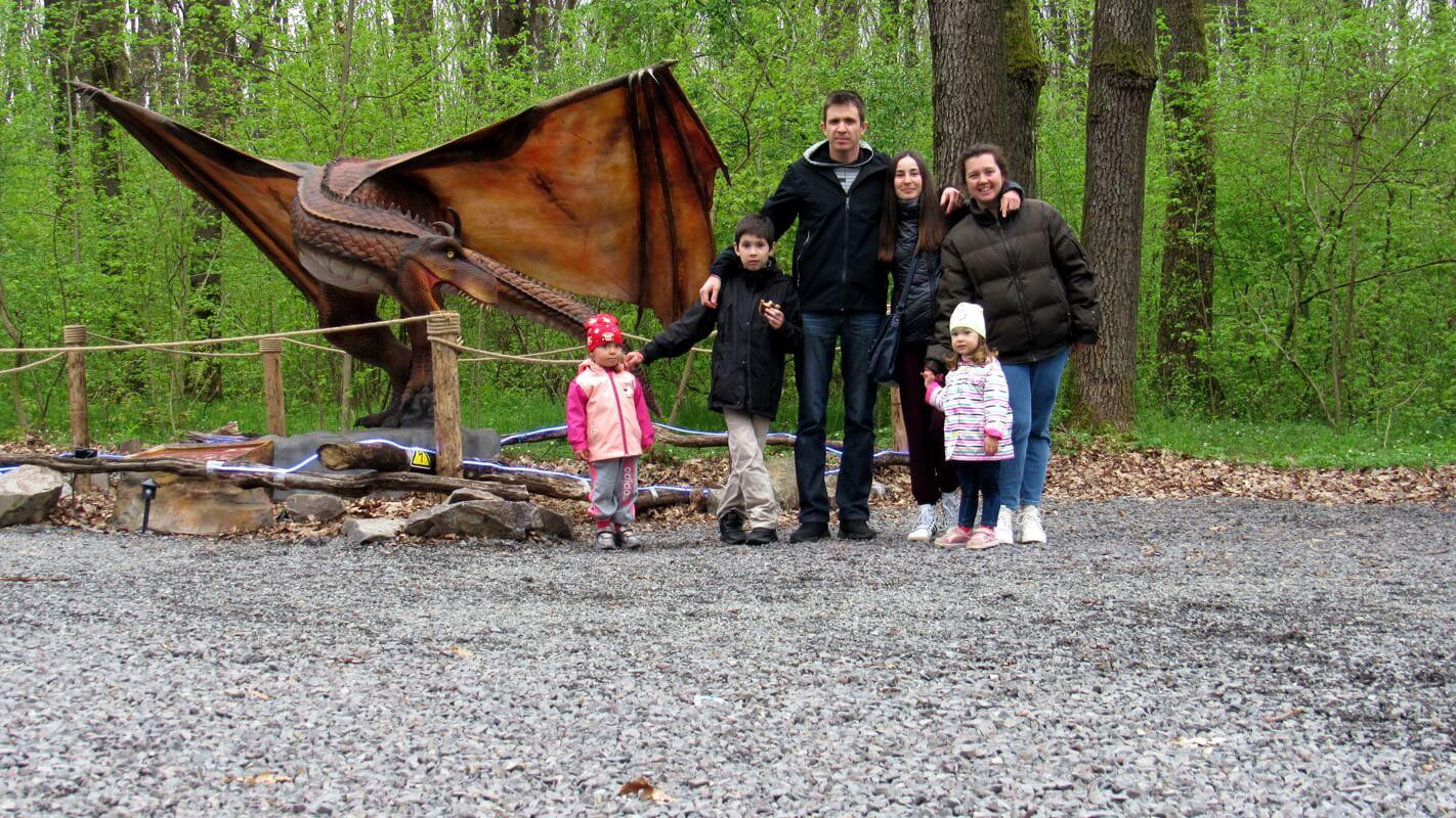 Парк для детей с динозаврами